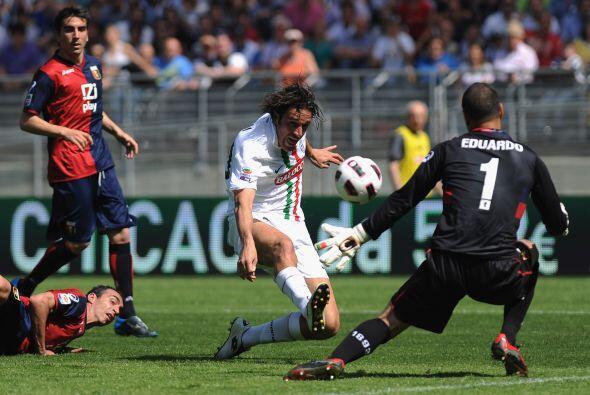 Aquí otro vistazo del héroe del partido, el centro delantero Luca Toni.