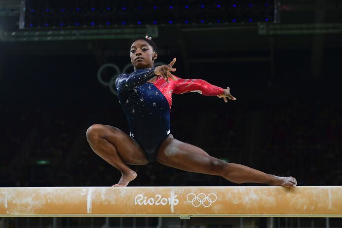 La estadounidense Simone Biles, favorita en gimnasia artística, cumple l...