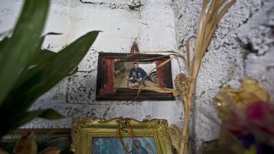 Foto de Carlos Sánchez cuelga en un altar improvisado en casa de...