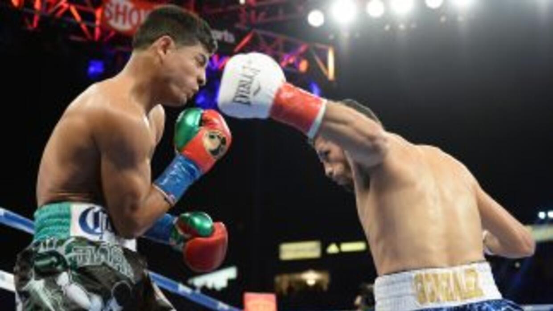 Jhonny González noqueó en un round a Abner Mares.
