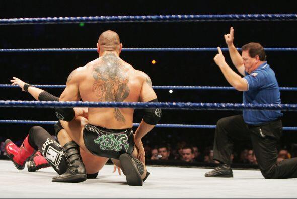 En la espalda Batista lleva un dragón chino, el cual se lo puso como hom...