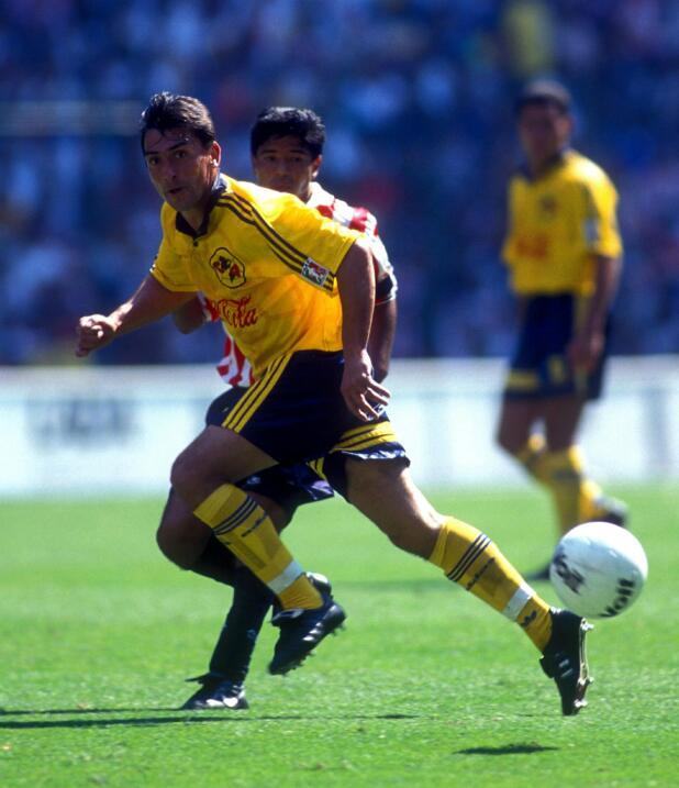 Illie Dumitrescu (Rumania) llegó al Club América en 1996 desde la Premie...