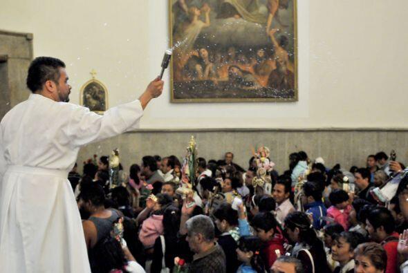 Las misas son oficiadas con más regularidad que en días normales, con el...