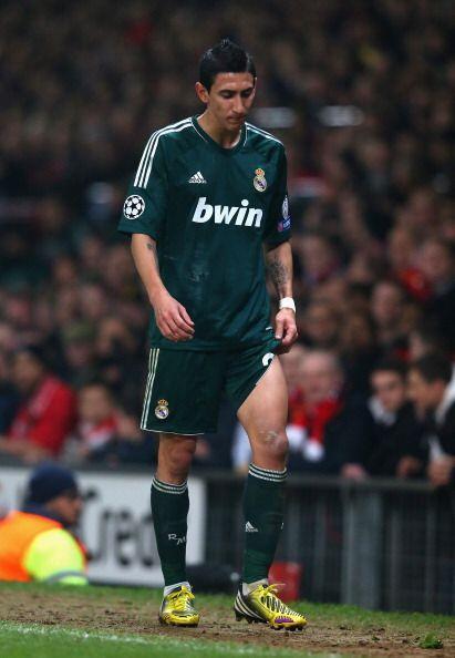 Al final de la primera parte Di María se lesionó y fue sustituído por Kaká.