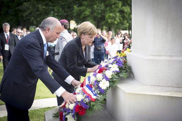La canciller alemana Angela Merkel y el ministro de Exteriores francés L...