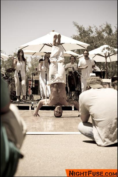 El público no quitó la vista de las acrobacias.