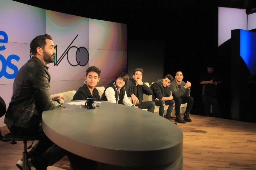 """CNCO estrena se nueva canción """"Tan Facil"""" en El Show de Enrique Santos I..."""