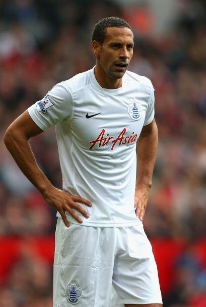 Ferdinand se vio muy mal en defensa al marcar de forma débil a Rooney. S...