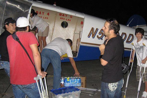 El avión en camino hacia Haití se iba bien lleno.