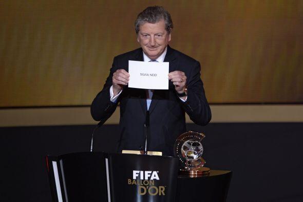Se pasó a entregar otros reconocimientos, y el técnico de Inglaterra, Ro...