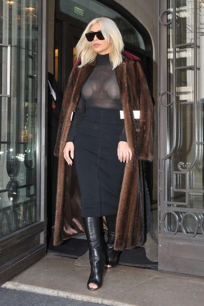 Kim presumiendo su amplio escote.