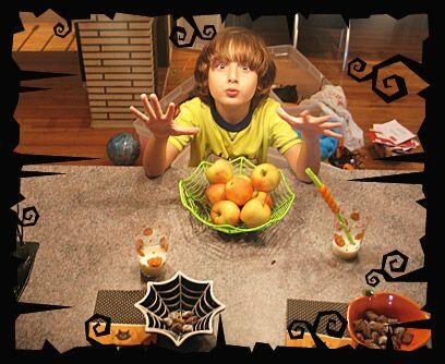 Boo!Los ojos y muecas de un niño emocionado por Halloween son protagonis...