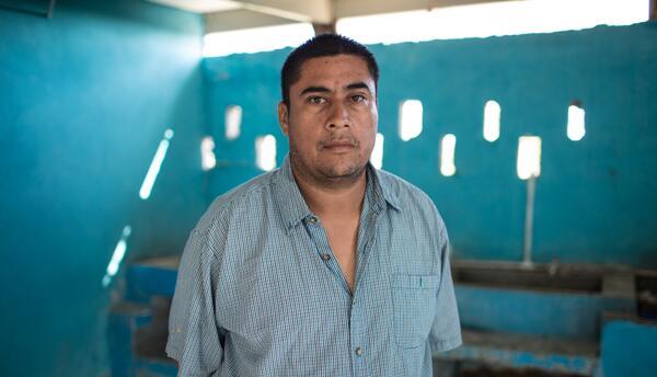 Juan Gómez Navarro, un mexicano que asegura tiene 22 años cruzando sin d...