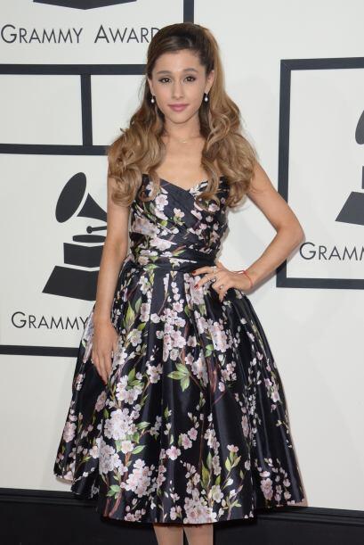 Joven, talentosa y bella, así es   Ariana Grande, quien se enfundó en un...