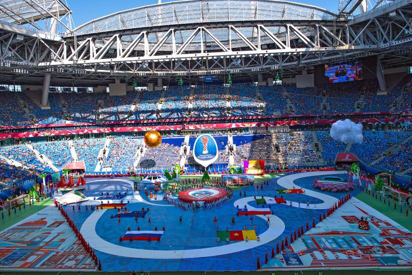 La fiesta en Rusia comenzó con un colorido espectacular. El anfit...