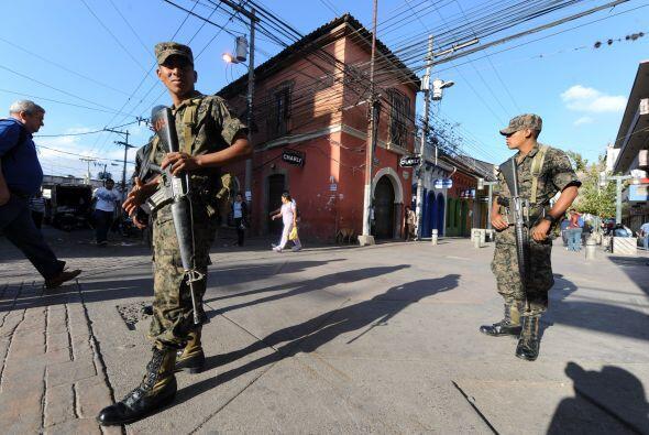 Los patrullajes entre policías y militares se realizarán en las ciudades...
