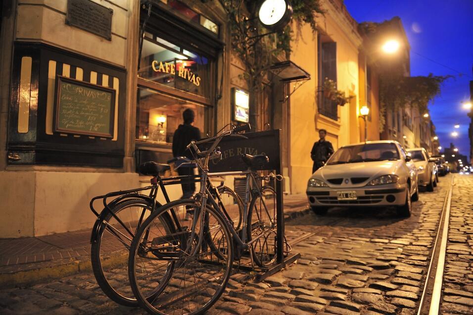 Caminar o andar en bicicleta, ¿qué es mejor ejercicio? iStock-535075669.jpg