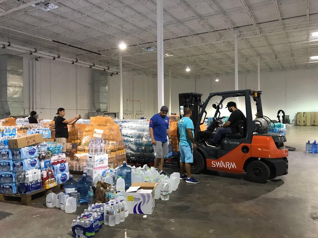 Volunteers collect aid for hurricane-ravaged Puerto Rico 2017-09-23-phot...