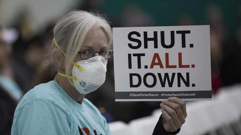 Mujer pide el cierre de instalación de gas en Aliso Canyon