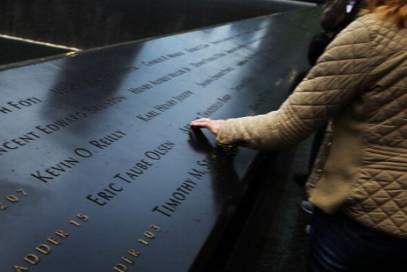 Afuera del Memorial están los nombres de las 2,983 víctima...