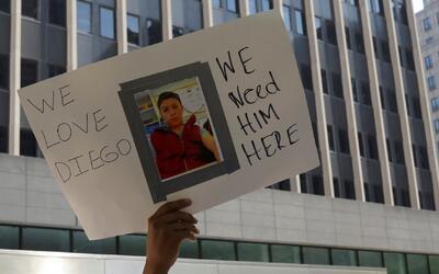 Activistas, familiares y amigos piden que se detenga la orden de deporta...