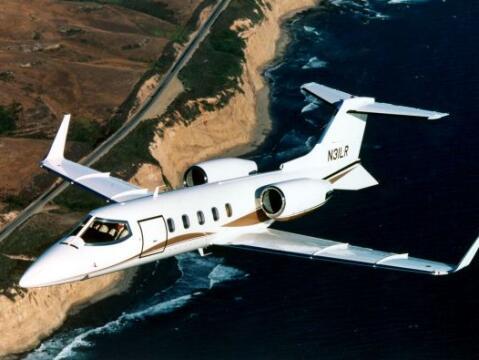 El avión LearJet 25 en el que murió la cantante Jenni Rive...