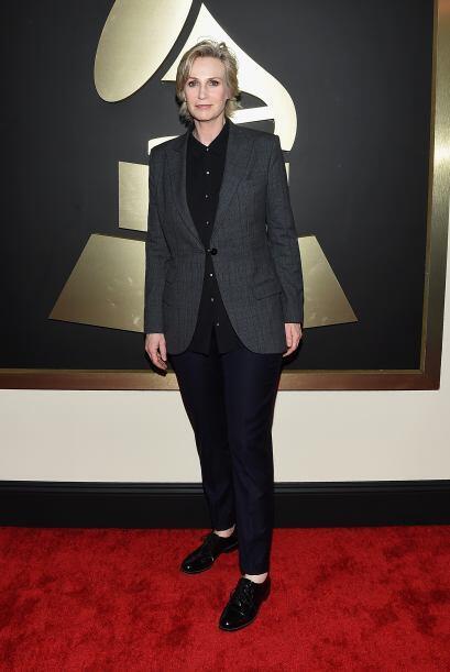 Jane Lynch puso el mejor ejemplo de cómo no se debe llevar el tuxedo. ¡C...