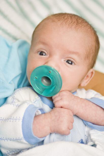 Consigue una 'breastfeeding pillow'. A medida que el bebé crezca, se te...