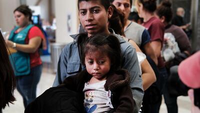 El gobierno de Trump excluye el asilo por violencia doméstica en la nueva política 'tolerancia cero' en la frontera