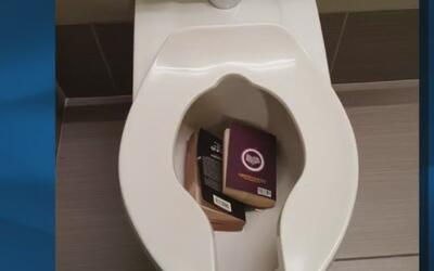 Buscan al responsable de botar varias copias de El Corán en inodoros de...