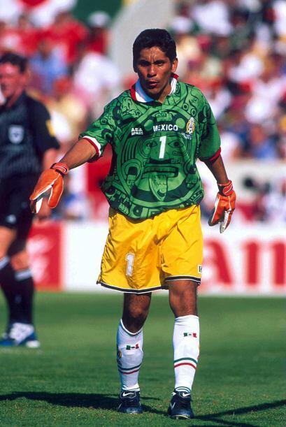 Jorge Campos (1994 y 1998).- Incuestionable su titularidad en ambas Copa...