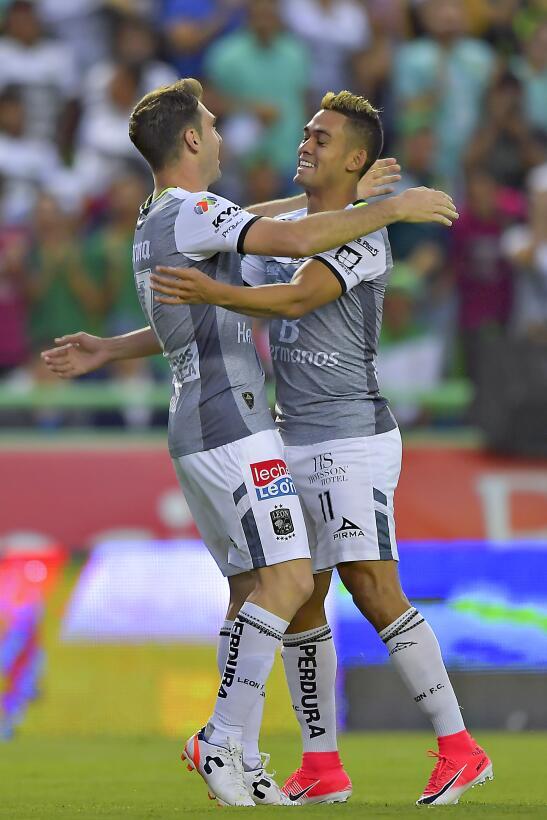 León vuelve a ganar y se acerca a la Liguilla Mauro Boselli gol 2.jpg
