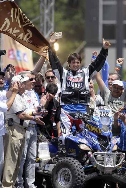 El argentino Alejandro Patronelli ganó en la categoría de quads y festej...