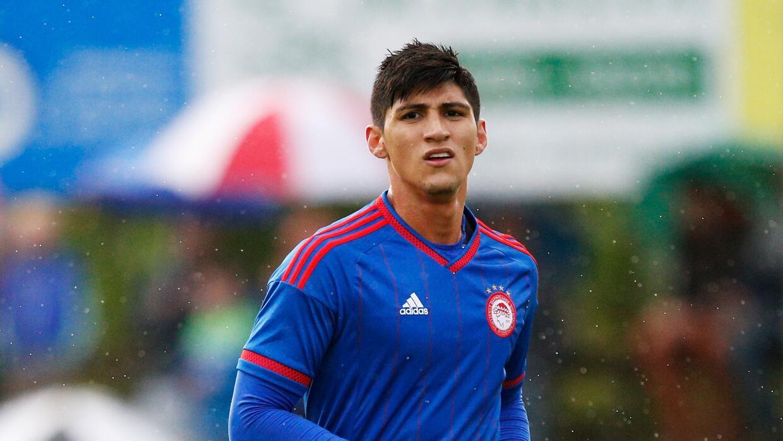 El club griego anunció con bombo y platillo el fichaje del mexicano.