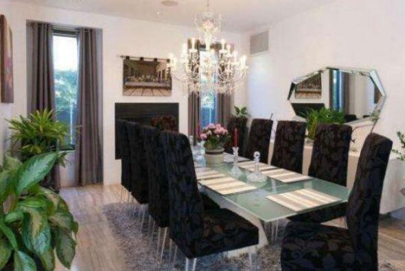 En total la casa tiene 4,275 pies cuadrados.
