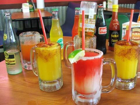 Tomarse una bebida puede sonar muy sencillo, pero cuando se trata de ref...