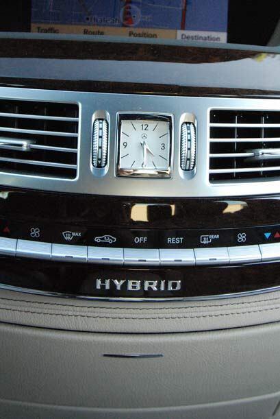La nueva tecnología híbrida se combina con la elegancia clásica de la Cl...