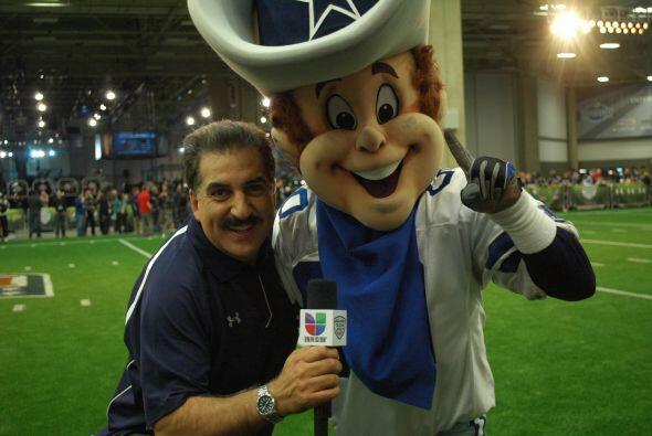 """""""Rowdy"""" de los Cowboys hizo acto de presencia en el divertido encuentro."""