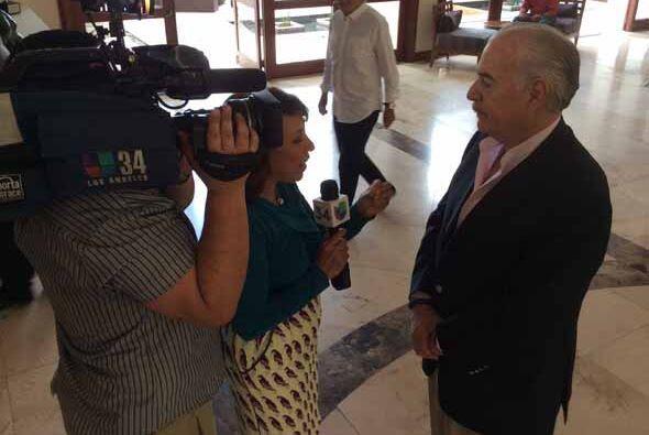 Entrevista con el ex Presidente de Colombia Andrés Pastrana, quien se en...