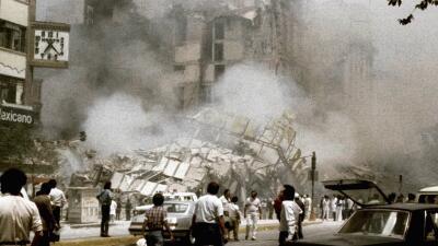 Imágenes de los desastres provocados por el terremoto de 8,1 que sacudió...