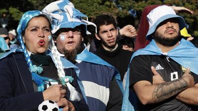 Hinchas argentinos señalan de 'mercenarios' a los de la FIFA