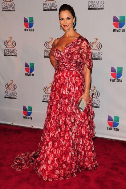 Lupita Jones fue de las pocas que escogió un vestido estampado.