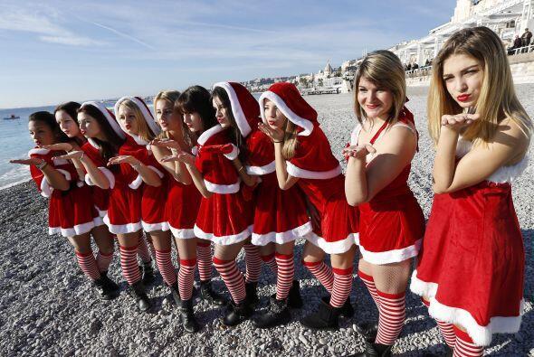 Muchas chicas lucieron el atuendo de Santa de manera muy sexy.