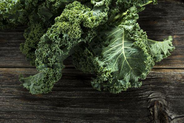 Kale: Además de ser el vegetal de moda, contiene luteína y zeaxantina.