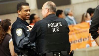 El programa tiene como objetivo obligar a las policías locales colaborar...