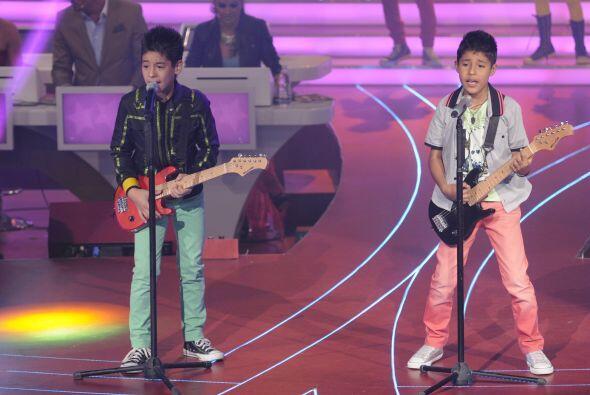 Josafat y Hiroshi fueron los siguientes en engalanar el escenario musica...