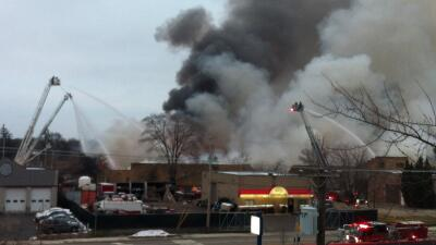 Incendio en almacén en Arlington Heights
