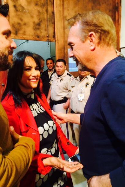 Con una sonrisa en el rostro, Kevin Costner convivió con sus fans.