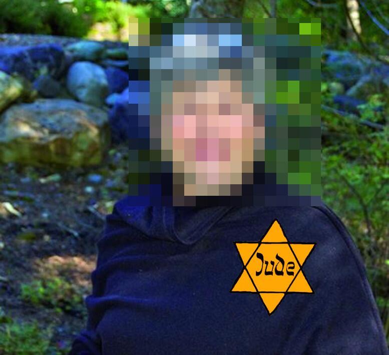 Una foto publicada en The Daily Stormer identificando a una mujer judía...