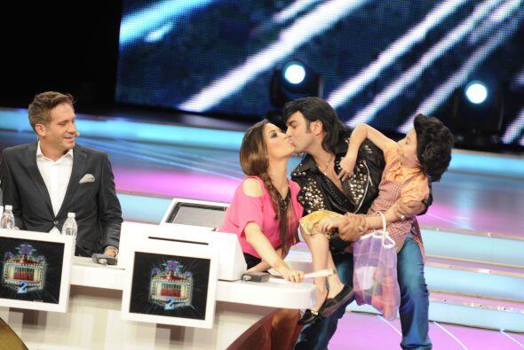 Se despidieron muy  cariñosamente con un beso. Ojalá que André no se pon...